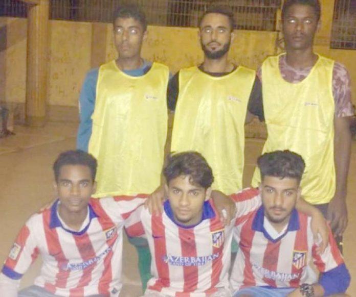 شہید حفیظ الرحمن ینگ ڈی گول فٹبال ٹورنامنٹ میں شریک ٹیم کا میچ سے قبل گروپ فوٹو
