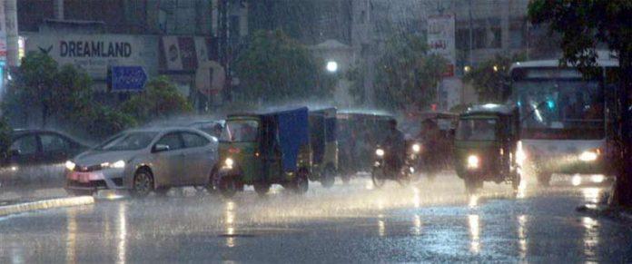لاہور،شملہ ہل کے مقام پر بارش کاخوبصورت منظر