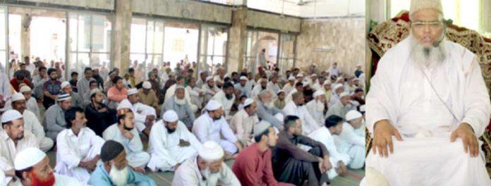 قاری ضمیر اختر منصور ی مسجد قریشاںلانڈھی میں اجتماع جمعہ سے خطاب کررہے ہیں