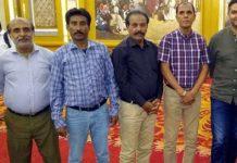 کراچی:پاکستان کرکٹ بورڈ کے منیجنگ ڈائریکٹر وسیم خان کا اسپورٹس جرنلسٹس کے ساتھ گروپ فوٹو