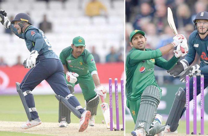 ہیڈنگلے: قومی ٹیم کے کپتان سرفراز احمد انگلینڈ کے خلاف آخری ون ڈے میں شاٹ کھیل رہے ہیں ،دوسری طرف رن آئوٹ ہوتے ہوئے