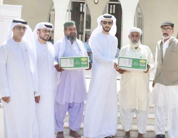 عرب امارات قونصلیٹ کی جانب سے ماہ رمضان کا راشن مستحق افراد میں تقسیم کیا جا رہا ہے