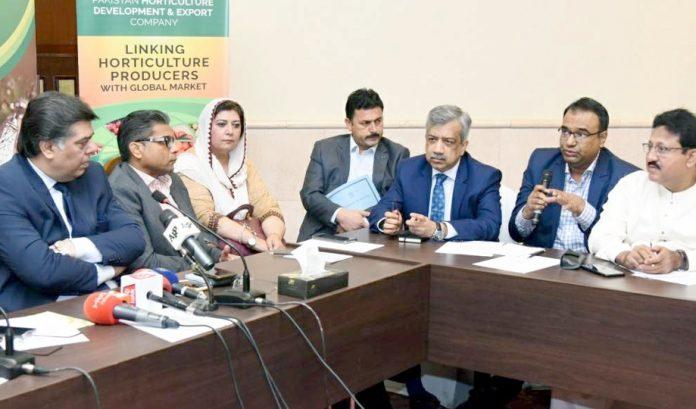 وفاقی سیکرٹری تجارت سردار احمد نوازکی سربراہی میں اجلاس میں سیکرٹری ٹڈاپ محمدصالح فاروقی اور دیگر موجود ہیں