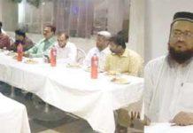 کراچی: امیر جماعت اسلامی سندھ محمد حسین محتنی صحافیوں کے اعزاز میں دیے گئے افطار ڈنر سے خطاب کررہے ہیں