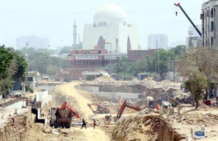 ایم اے جناح روڈ پر گرین لائن بس منصوبے کا تعمیراتی کام جاری ہے
