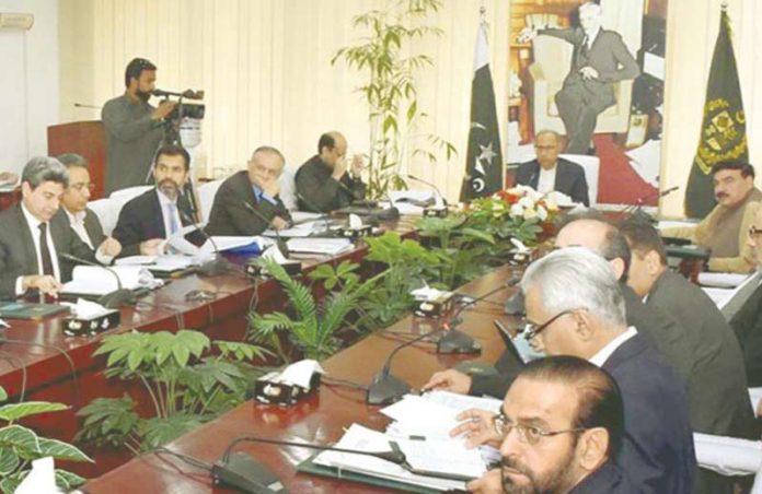 اسلام آباد: وفاقی مشیر خزانہ عبدالحفیظ شیخ اقتصادی رابطہ کمیٹی کے اجلاس کی صدارت کررہے ہیں