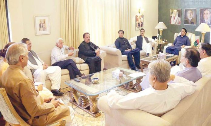 اسلام آباد: چیئرمین پیپلزپارٹی بلاول زرداری پارٹی کے کور کمیٹی اجلاس کی صدارت کررہے ہیں