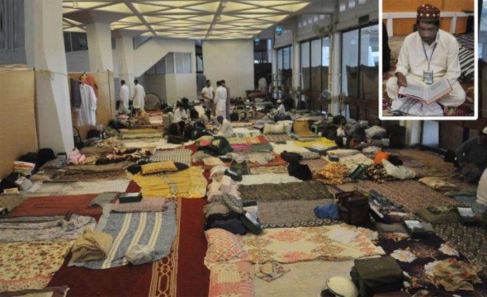 اسلام آباد: فیصل مسجد میں قنات لگا کراجتماعی اعتکاف کے لیے جگہ بنائی گئی ہے جبکہ ایک شخص قرآن کی تلاوت کررہا ہے