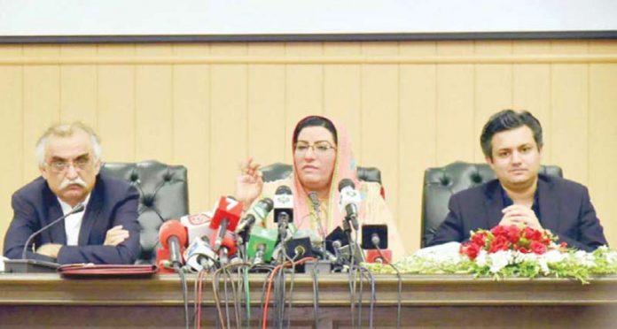 اسلام آباد: وزیراعظم کی معاون خصوصی برائے اطلاعات فردوس عاشق اعوان کابینہ اجلاس سے متعلق بریفنگ دے رہی ہیں