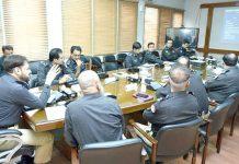 کراچی: آئی جی سندھ ڈاکٹر سید کلیم امام موٹر سائیکل لفٹنگ یونٹ کے حوالے سے اجلاس کی صدارت کررہے ہیں