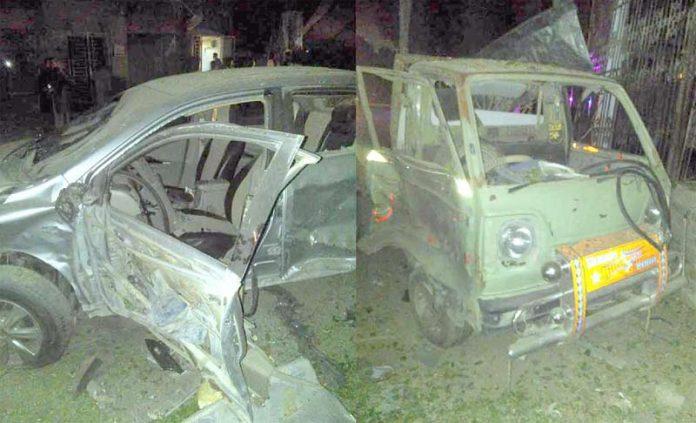 کوئٹہ :دھماکے میں تباہ ہونے والی گاڑیوں کا منظر