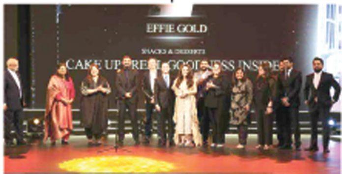 پیک فرینز کیک اپ کااسنیکس اینڈ ڈیزرٹس کی کیٹگری میں ،پاکستان کا پہلا ایفی ایوارڈ جیتنے کے موقع پر گروپ