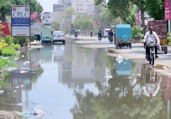 حیدر آباد : آٹو بھان روڈ پر سیوریج کا پانی جمع ہے جو آمدو رفت میں مشکلات کا باعث ہے