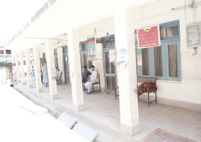 لوئردیر ،ڈاکٹروں کی ہڑتال کے باعث اسپتال ویران پڑا ہے،دوسری جانب مریض ڈاکٹروںکا انتظارکررہے ہیں