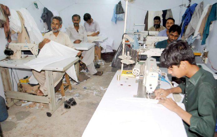 حیدر آباد سلائی کے کاریگر عیدالفطر کے کپڑوں کی تیاری میں مصروف ہیں