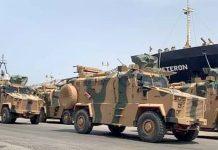 طرابلس: ترکی کی جانب سے لیبیا کی آئینی حکومت کو فراہم کی گئی بکتربند گاڑیاں بندرگاہ پر اتاری جارہی ہیں