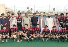 کراچی: ہاکی ایسوسی ایشن کے زیر اہتمام جاری ٹورنامنٹ میں فاتح ٹیم کا مہمان خصوصی اور آفیشلز کے ہمراہ گروپ فوٹو