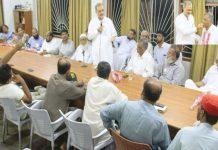 امیر جماعت اسلامی کراچی حافظ نعیم الرحمن ادرہ نور حق میں پی ٹی سی ایل ر یفر نڈم میں کامیاب ہونے والے سی بی اے یونین کے عہدے داران سے خطاب کر ر ہے ہیں