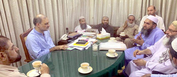 امیر جماعت اسلامی کراچی حافظ نعیم الرحمن سے کراچی ویجیٹیبل ویلفیئرفیڈریشن کا وفد ملاقات کررہا ہے