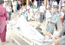 عباسی شہید اسپتال میں ڈاکٹروں کی ہڑتال کے باعث ایک معمر مریض کے لواحقین سخت پریشان ہیں