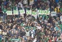 برمنگھم: ورلڈ کپ ،نیوزی لینڈ اور پاکستان کے درمیان کھیلے گئے میچ کے موقع پر برطانیہ میں مقیم پاکستان شائقین میچ سے لطف اندوز ہو رہے ہیں