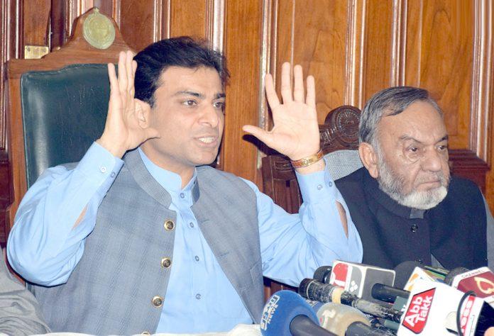 لاہور: پنجاب اسمبلی میں قائد حزب اختلاف حمزہ شہباز پنجاب اسمبلی کیفے ٹیریا میں پریس کانفرنس کررہے ہیں
