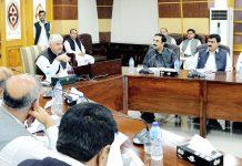 پشاور: وزیراعلیٰ پختوانخوا محمود خان حکومتی کارکردگی سے متعلق اجلاس کی صدارت کررہے ہیں