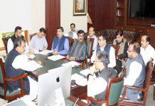 حیدر آباد، ڈویژنل کمشنر عباس بلوچ ریونیو افسران کے اجلاس کی صدارت کررہے ہیں