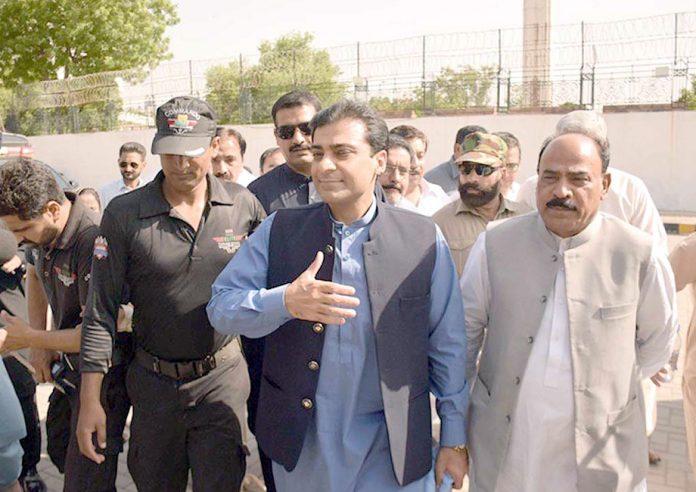 لاہور: حمزہ شہباز پروڈکشن آرڈ ر جاری ہونے کے بعد پنجاب اسمبلی کے اجلاس میں شرکت کیلیے آرہے ہیں