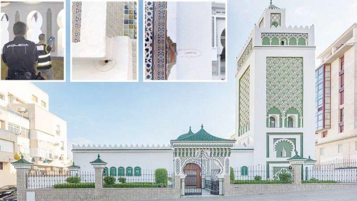سبتہ (اسپین): فائرنگ کا نشانہ بننے والی مسجد مولائی المہدی کی بیرونی دیواروں پر گولیاں لگنے کے نشان نظر آرہے ہیں