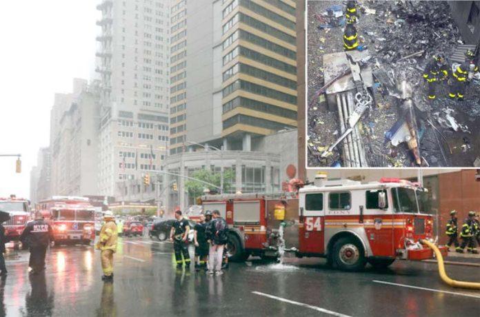 نیویارک: ہیلی کاپٹر کو حادثے کے بعد امدادی کارروائی کی جارہی ہے' ملبہ بلند عمارت کے ایک حصے کی چھت پر پڑا ہے