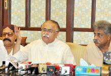 حیدرآباد: پیپلزپارٹی کے رہنما مولا بخش چانڈیو میڈیا سے بات چیت کررہے ہیں