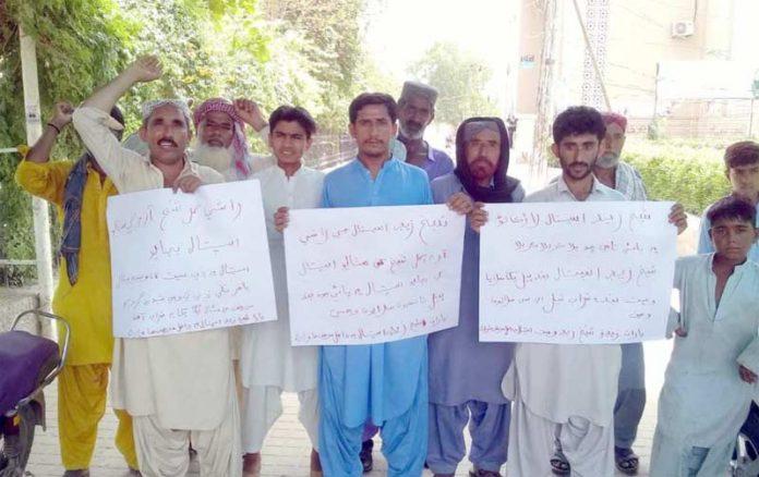 لاڑکانہ ،شیخ زید وومن اسپتال میں سہولیات کے فقدان کے خلاف مریضوں کے اہل خانہ احتجاج کررہے ہیں