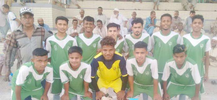ملک محمد خان شہید فٹبال ٹورنامنٹ میں شریک برماآفریدی کا میچ سے قبل لیاگیا گروپ فوٹو
