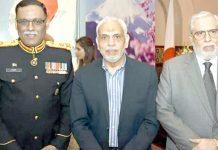 اسلام آباد، مقامی تقریب میں ایف پی سی سی آئی کے سابق نائب صدور طارق حلیم اور کریم عزیز ملک کاپاکستان آرمی کے ایجوٹینٹ جنرل ،لیفٹنٹ جنرل ساحر شمشاد مرزا کے ہمراہ گروپ فوٹو