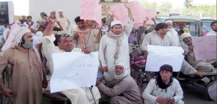 پشاور،معذور افراد مطالبات کی عدم منظوری پر شیرشاہ روڈ پر احتجاج کررہے ہیں