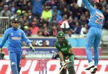 مانچسٹر: بھارت کے کلدیپ یادیو کا پاکستانی بلے باز کو آئوٹ کرنے کے بعد پرجوش انداز