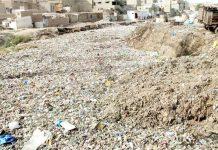 موسیٰ کالونی کے علاقے میں گجر نالہ گندگی کے ڈھیر سے بھرا ہوا ہے