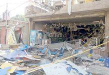لاہور،اچھرہ کے علاقے میں قائم بیکری میں گیس سلنڈر پھٹنے کے بعد دکان کی تباہی کا منظر