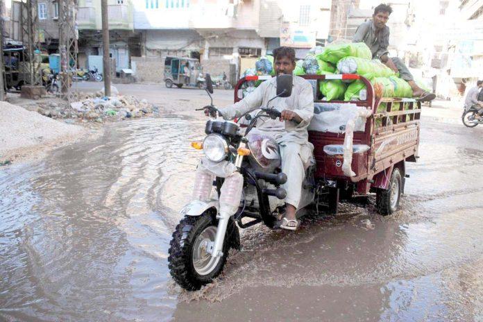 حیدرآباد ،صلوات محلے میں جمع سیوریج کا پانی مقامی انتظامیہ کی کارکردگی کا منہ بولتا ثبوت ہے
