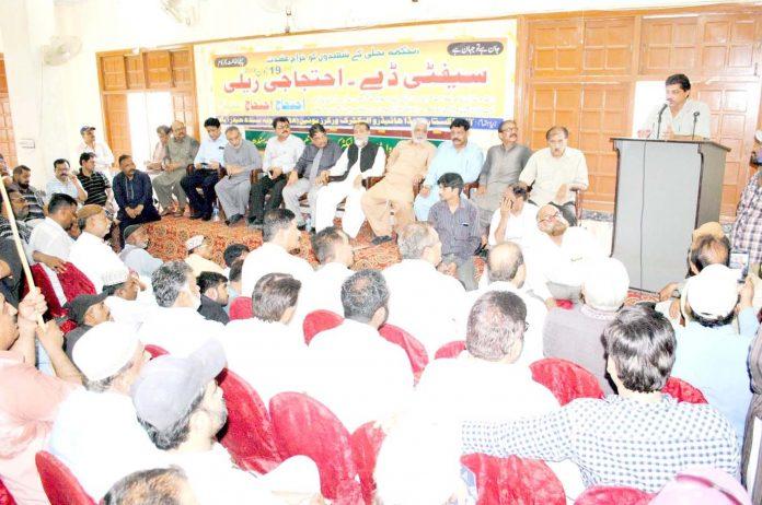 حیدر آباد : حیسکو چیف عبدالحق میمن سیفٹی ڈے کے موقع پر تقریب سے خطاب کررہے ہیں