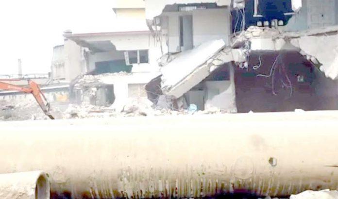 ناظم آباد سائٹ ایریا میں کراچی سرکلر ریلوے کی بحالی کے لیے مکانات مسمار کیے جا رہے ہیں