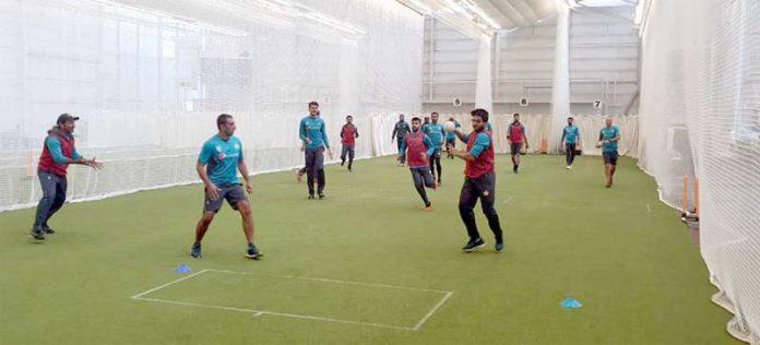 برمنگھم: ایجبسٹن اسٹیڈیم میں پاکستان کرکٹ ٹیم ان ڈور ٹریننگ سیشن میں مصروف ہے