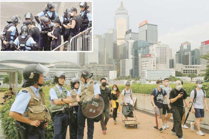 ہانگ کانگ: متنازع بل پر متوقع رائے شماری سے قبل پارلیمان کے باہر بڑے پیمانے پر پولیس اہل کار گشت کررہے ہیں