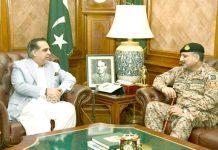 گورنر سندھ عمران اسماعیل سے ڈی جی رینجرز سندھ عمر احمد بخاری گورنر ہاؤس میں ملاقات کر رہے ہیں