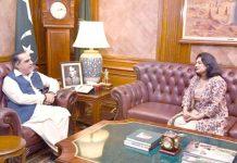 گورنر سندھ عمران اسماعیل سے سی فورڈبرطانیہ کی میئر نازش عادل گورنر ہاؤس میں ملاقات کر رہی ہیں