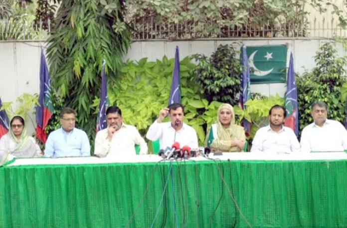 پی ایس پی کے چیئرمین مصطفیٰ کمال پاکستان ہاؤس میں میڈیا سے گفتگو کر رہے ہیں