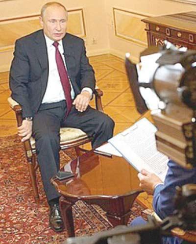 ماسکو: روسی صدر ولادیمیر پیوٹن ٹی وی چینل میر کو انٹرویو دے رہے ہیں