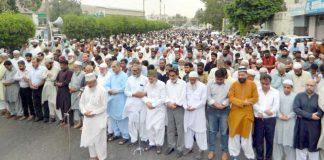 کراچی: امیر جماعت اسلامی سندھ محمد حسین محنتی شہید محمد مرسی کی غائبانہ نماز جنازہ پڑھا رہے ہیں' سید منورحسن، حافظ نعیم ودیگرنمایاں ہیں