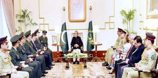 اسلام آباد: چین کی پیپلزلیبریشن آرمی کا وفد صدر عارف علوی سے ملاقات کررہا ہے